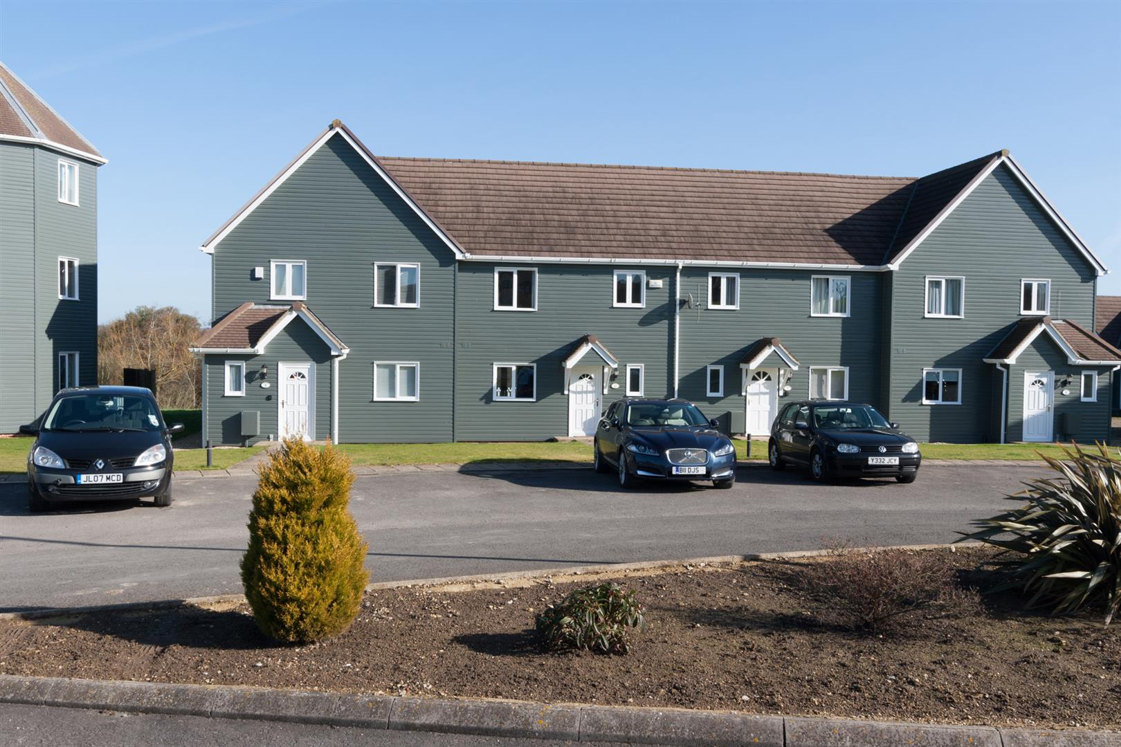 3 Bedrooms Terraced House for sale in The Wiltshire Leisure Village, Royal Wootton Bassett